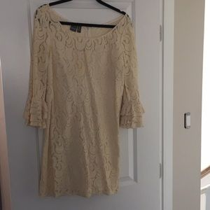 Muse bell sleeve lace size 6 dress